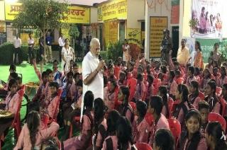 Varanasi: PM Modi visits Kashi Vishwanath temple